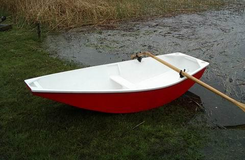 Yacht tender - good to row, good to tow, good to sail ...